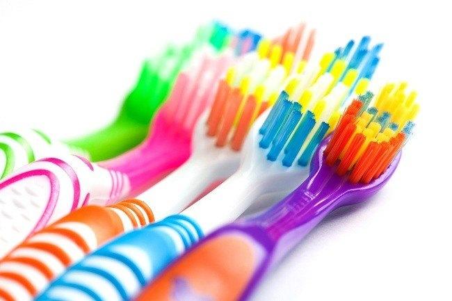 cara-memilih-dan-merawat-sikat-gigi